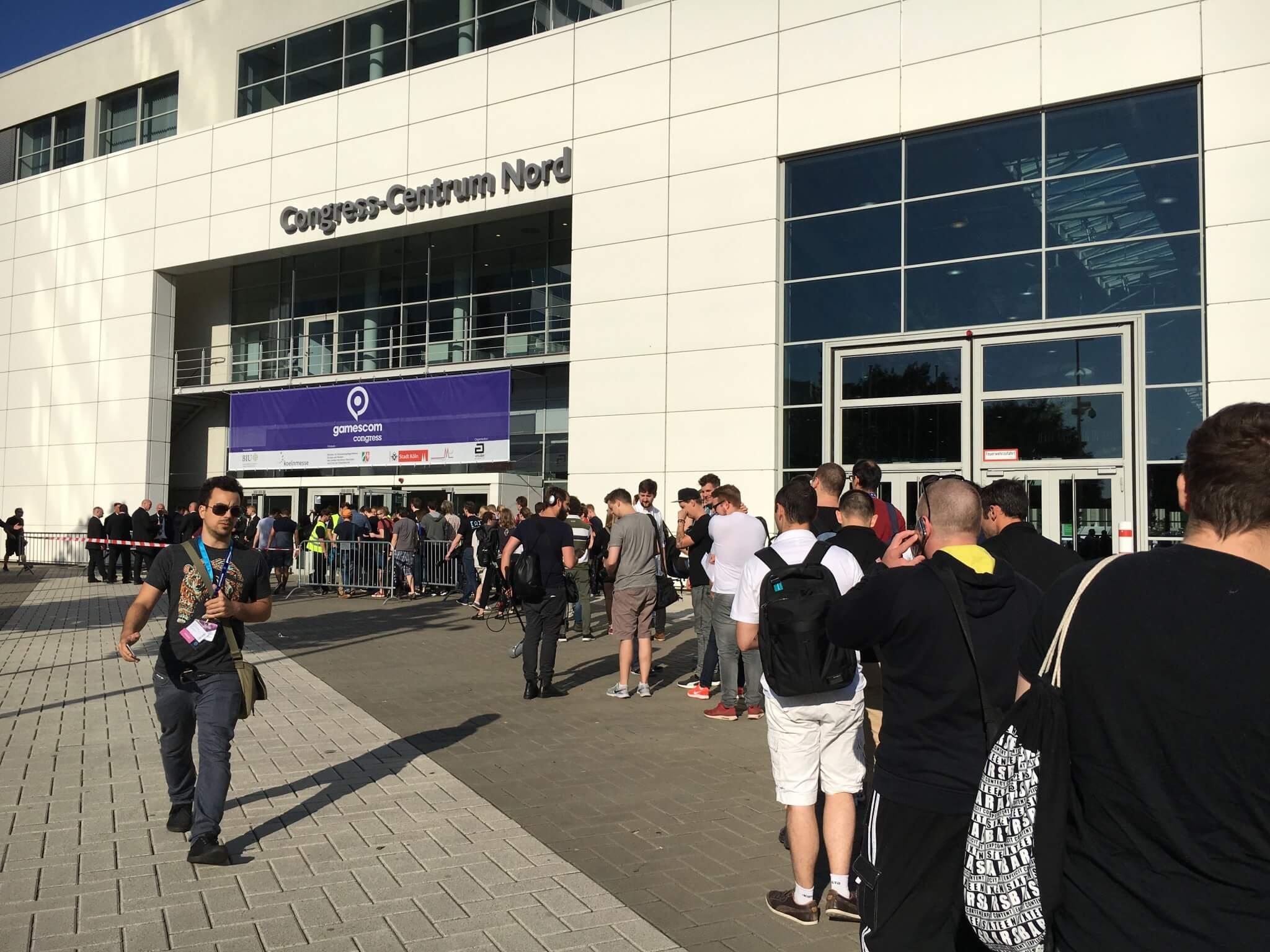 Gamescom 2016: Warteschlange vor dem Sicherheitscheck