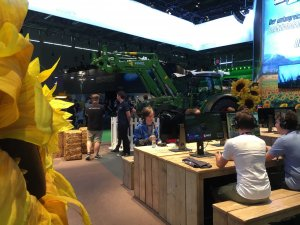 Gamescom 2016: Immer ein Hingucker – der Stand vom Landwirtschaftssimulator