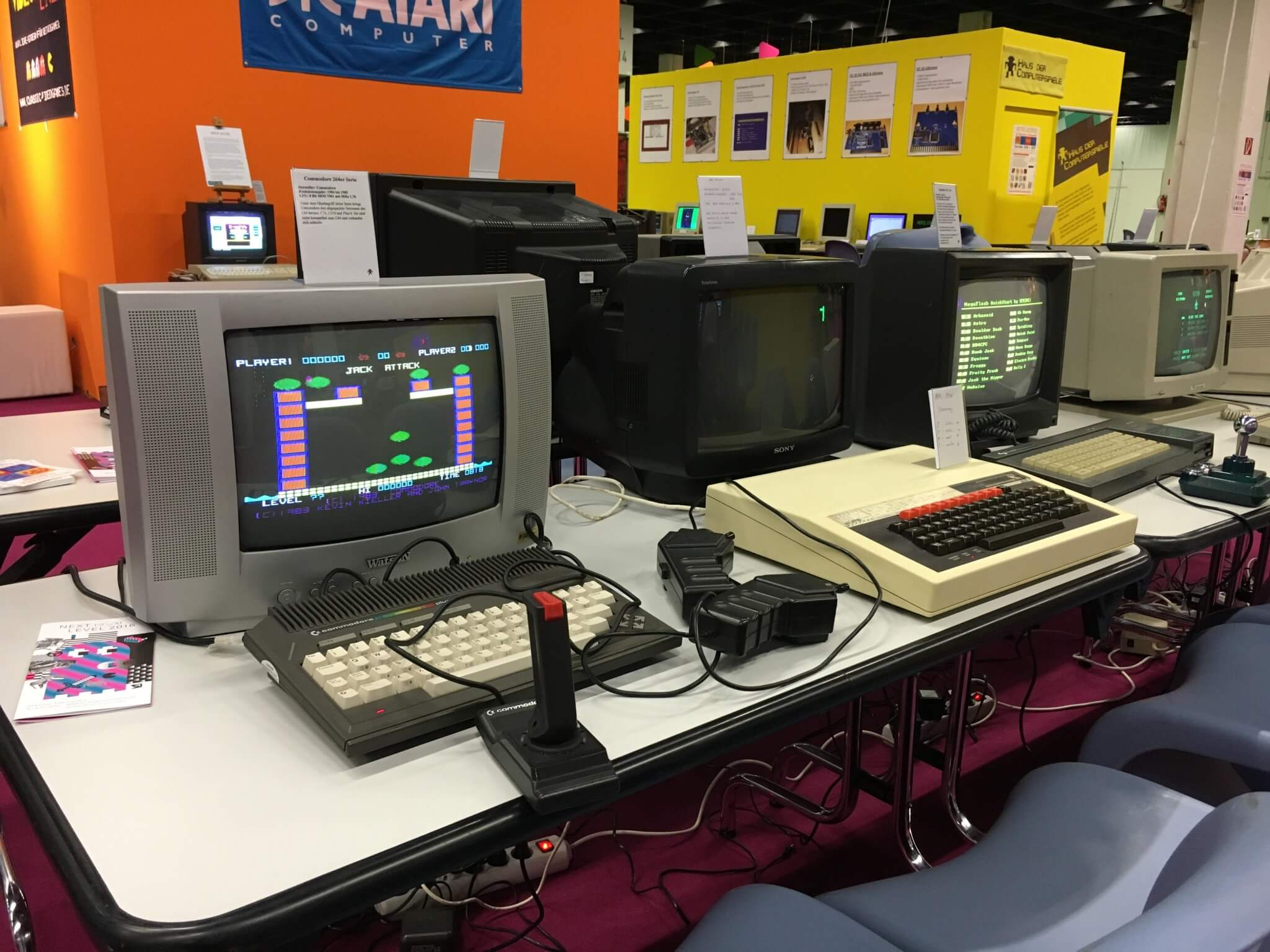Gamescom 2016: So ein Commodore plus/4 (links) war mein erster Computer – David