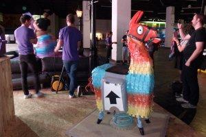 Gamescom 2017: Am Fortnite-Stand von Eric Games konnte man das Lama reiten