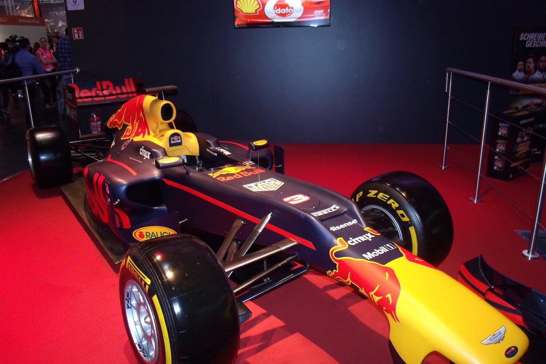Gamescom 2017: auch ein Red-Bull-Rennbolide war auf der Messe zu sehen