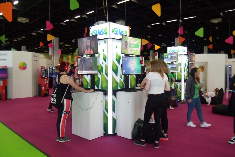 Gamescom 2017: Im Bereich friends & family gab es einige Anspielstationen abseits des Hardcore-Messegetümmels